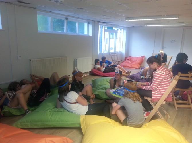 Grupo de estudiantes en Totnes Inglaterra