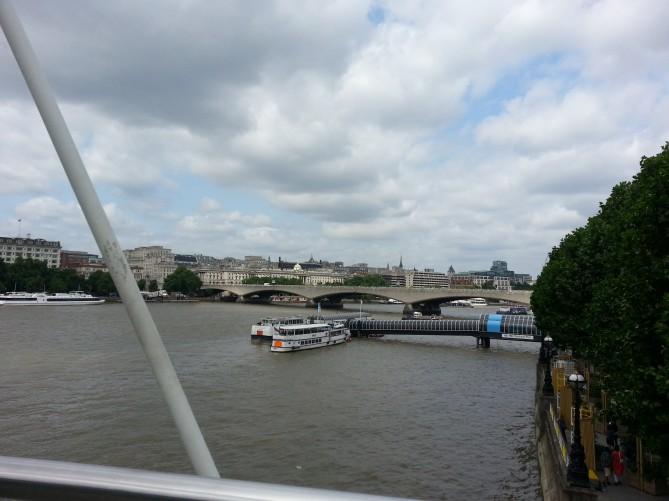 Vista del rio, con los barcos turisticos