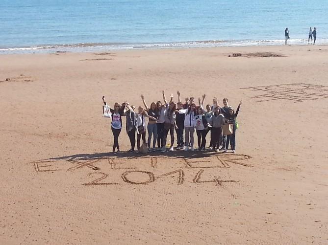 Grupo de TEC idiomes y franceses en la playa de Torquay