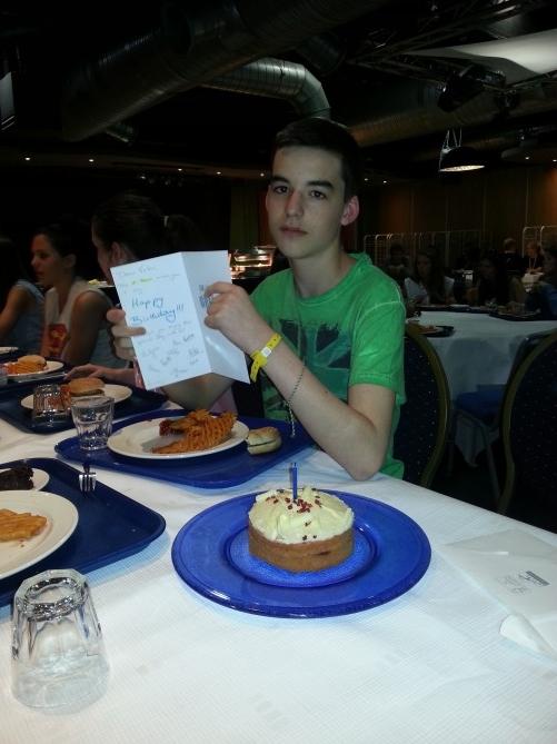 Víctor y su tarta de cumpleaños