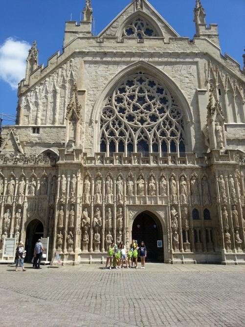 Los alumnos de visita a la Catedral de Exeter
