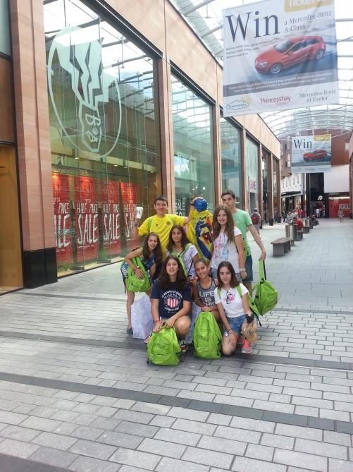 Los alumnos de compras por Exeter