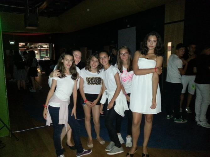 Algunos de nuestros alumnos en la fiesta de Black & White