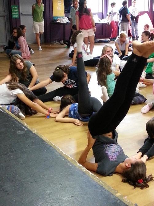 Nuestras alumnas haciendo la actividad de Yoga