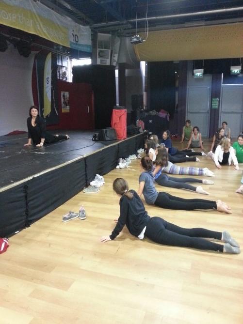 Nuestras alumnas haciendo posturas de Yoga