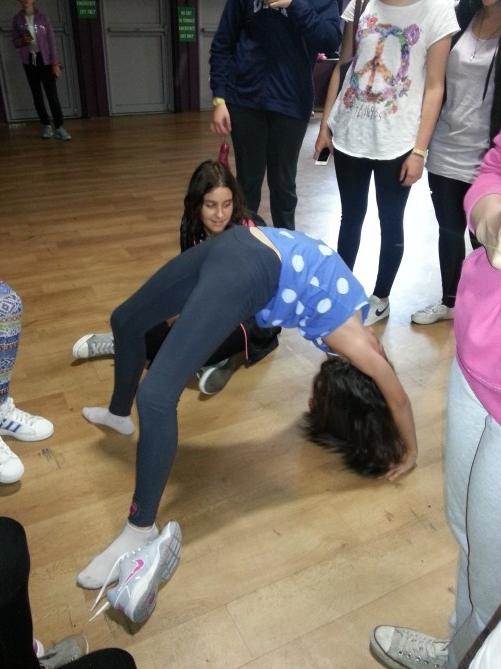 Una de nuestras alumnas haciendo la actividad de Yoga