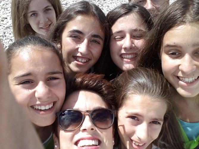 """Las alumnas quisieron hacerse el típico """"selfie"""""""