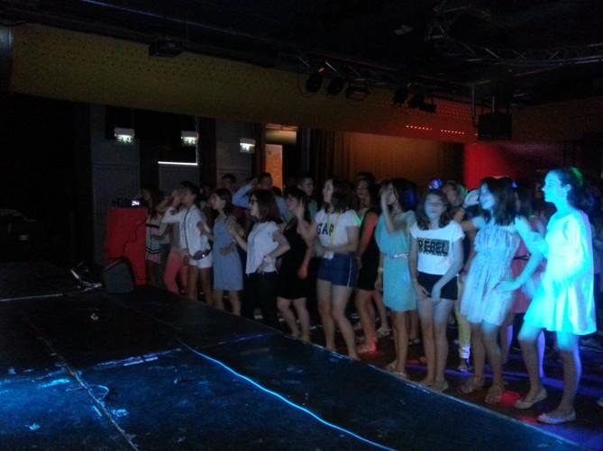 Los alumnos en la fiesta de la noche