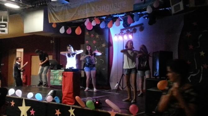 Nuestras alumnas bailando
