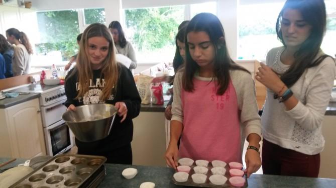 A punto de hornear las cupcakes.