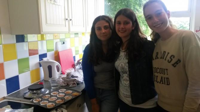 Felices con sus cupcakes
