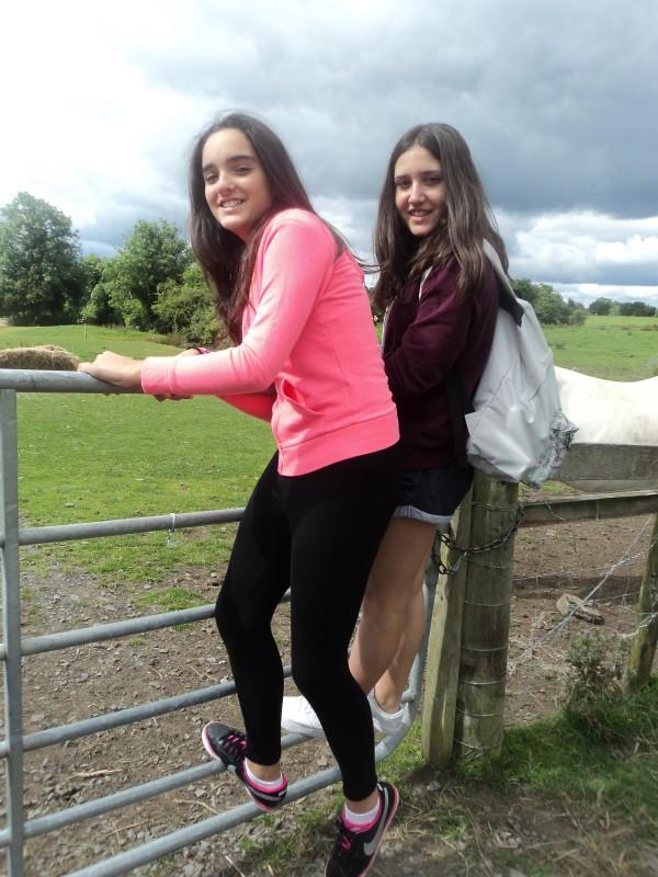 Tania y Eva en Causey Farm