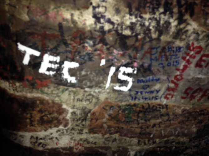 Tec Idiomes en las paredes de The Cavern Club