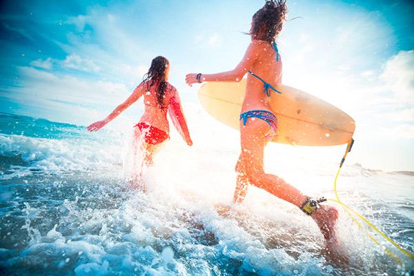 mejores destinos donde estudiar inglés y hacer surf